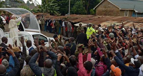 1179353_au-kenya-le-vigoureux-plaidoyer-du-pape-pour-la-justice-sociale-web-tete-021514905028
