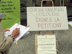 2016 Suisse pétition.jpg