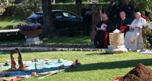 Screenshot_2019-10-22 prière pape François ouverture du synode jardins du Vatican - Recherche Google